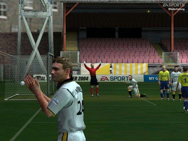 FIFA Football 2004 screenshot